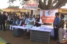 सीएम डॉ. रमन सिंह अचानक पहुंचे गांव और दी विकास कार्यों की सौगात