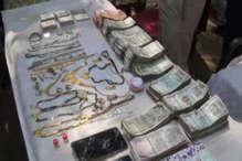 दो महीने पहले हुई चोरी का खुलासा, लाखों रुपए और जेवरात के साथ 3 चोर गिरफ्तार