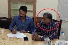 अजब एमपी का गजब मामला, बस में रिश्वत लेते पकड़ाया निरीक्षक