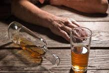 UP में आती रही सरकारें, लेकिन नहीं लगा पाई 'जहरीली शराब' से होने वाली मौतों पर ब्रेक!