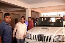 अचानक BJP ऑफिस पहुंचे CM रघुवर, गोमिया सीट पर घोषित किया प्रत्याशी