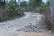 झारखंड के स्वास्थ्य मंत्री के विधानसभा क्षेत्र की सड़क मांग रही