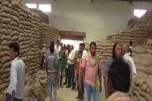 गेहूं खरीद केंद्रों पर किसानों से ज्यादा व्यापारियों को हो रहा लाभ