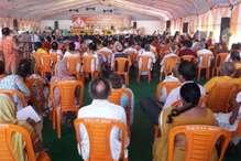 CM योगी का अयोध्या दौरा, कार्यक्रम स्थल पर लगी 'केसरिया' कुर्सियां
