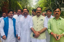 राहुल गांधी से मिले बिहार कांग्रेस नेता, शत्रुघ्न सिन्हा को 'हाथ' पर लड़ाने की मांग