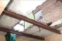 छत के गिरने से मलवे में दब पड़ोसी युवक की मौत,तीन मजदूर घायल