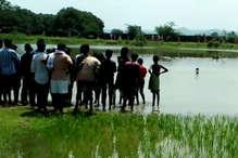 नहाने के दौरान तालाब में डूबे दो छात्र, घंटों की मशक्कत के बाद निकाले गये शव
