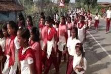 VIDEO: स्वतंत्रता दिवस पर बच्चों ने निकाली प्रभात फेरी