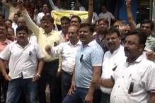 VIDEO: बिजली कटौती के खिलाफ व्यवसायियों का प्रदर्शन
