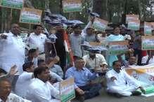 VIDEO: पांवटा साहिब के माजरा में कांग्रेस का प्रदर्शन, NH 07 पर लगाया जाम
