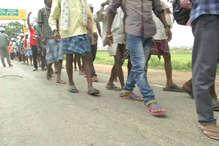 PHOTOS: बस्तर से पैदल यात्रा कर रायपुर पहुंचे किसानों को मिला इन दिग्गजों का साथ