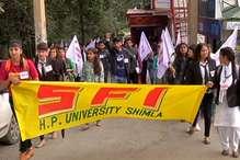 VIDEO: छात्र संघ चुनावों पर लगी रोक के खिलाफ SFI ने निकाली विशाल रैली