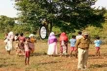 युवती का शव पेड़ से लटका मिला, हत्या और आत्महत्या के बीच उलझी गुत्थी