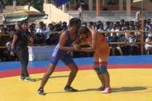 VIDEO : झारखंड राज्य स्तरीय फ्रीस्टाइल कुश्ती प्रतियोगिता में 200 महिला पहलवान हुईं शामिल