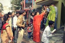 चुनावी मैदान में उतरीं 'बाला दीदी', मतदाताओं को दे रहीं आशीर्वाद