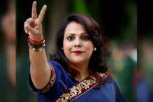मुकुल चौधरी पति आईपीएस पंकज चौधरी के साथ पहुंची 10 जनपथ