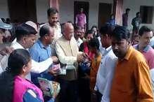 मंत्री सरयू राय ने गरीब आदिवासी बच्चों के साथ मनाई दीपावली