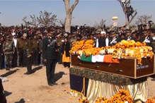 पंचतत्व में विलीन हुए शहीद किशन सिंह, हजारों लोगों ने नम आंखों दी विदाई