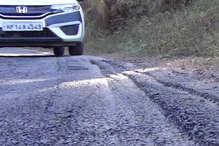 VIDEO: यहां सड़क की टारिंग पड़ते ही उखड़ने लगी, कम तापमान है इसकी वजह