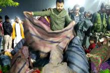 VIDEO: ख़बर का असर, पलामू के डीसी ने जरूरतमंदों में बांटे कंबल