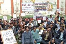 RAS चयनित अभ्यर्थी गार्डन किराए पर लेकर दे रहे हैं धरना, रोज चुका रहे हैं दस हजार रुपए किराया