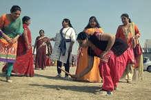 मकर संक्रांति: इंदौर में महिलाओं ने जमकर खेला गिल्ली डंडा!