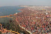 प्रयागराज कुंभ: पहले शाही स्नान में उमड़ा आस्था का सैलाब, देखिए तस्वीरें