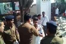 खरगोन में NSUI कार्यकर्ता को पुलिस वाले ने जड़ा थप्पड़, VIDEO वायरल