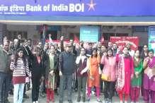 सरकारी नीतियों के विरोध में हुई हड़ताल का सबसे अधिक असर दिखा बैंक सेवा पर