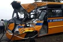 PHOTOS: यमुनानगर में तेज रफ्तार स्कूल बस पेड़ से टकराई, 4 छात्र घायल