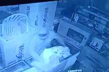पुलिस गश्त के बीच 5 लाख के मोबाइल फोन ले गए चोर, पूरी वारदात सीसीटीवी कैमरे में