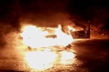 VIDEO: बर्निंग कार : धू-धू कर जली कार, ड्राइवर ने बचा ली जान