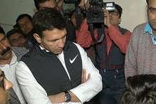 एसिड अटैक पीड़िता से मिलने पहुंचे खेल मंत्री, पुलिस ने आरोपियों को किया गिरफ्तार