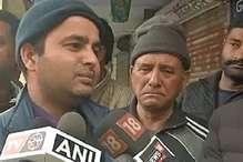 VIDEO: देहरादून में शहीद मोहनलाल के घर पर जुटने लगी भीड़, पत्नी को शहादत का पता नहीं