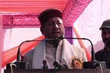 लाठी लेकर कोर्ट के चक्कर काट रहे हैं वीरभद्र सिंह : तीरथ रावत
