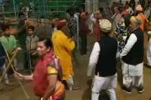 VIDEO: सुजानगढ़ में मंत्री ने खेली लोगों के साथ घिंदड़, लिया फागुन का आनंद