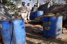 पलामू में 1930 किलो जावा महुआ नष्ट, शराब बनाने के उपकरण जब्त किए