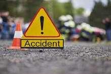 डिवाइडर से टकराई तेज रफ्तार बाइक, तीन युवकों की मौत