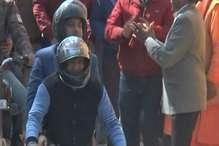 VIDEO: सीएम जयराम ठाकुर और विधानसभा अध्यक्ष ने की बाईक की सवारी