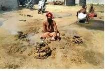 PHOTOS : तस्वीरों में देखिए उज्जैन में सिंहस्थ का नज़ारा, साधुओं ने धुनी रमाई