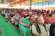 मंडी सीट: पिता अनिल शर्मा ने बनाई दूरी तो कांग्रेस प्रत्याशी और बेटे के प्रचार में उतरी मां