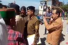 VIDEO: HPU में DSP सुरेश चौहान ने छात्रों पर जमाई धौंस, दीं गालियां, SFI नेता गिरफ्तार