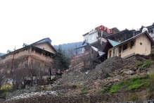 VIDEO: कुल्लू में भूस्खलन से प्रभावित 12 परिवारों को 12 लाख 16509 रुपए की राशि बांटी