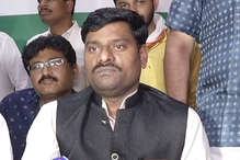 कांग्रेस में शामिल हुए BSP के खिलेश्वर साहू, लड़ाई के मैदान में अकेला छोड़ देने का लगाया आरोप