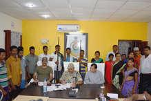 बीजापुर: 15 माओवादियों ने किया सरेंडर, एक लाख की इनामी महिला नक्सली भी शामिल