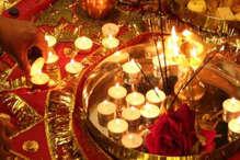 VIDEO: नवरात्रि पर जलाए जा रहे ज्योति कलश, देवी मंदिरों में भक्तों की भीड़