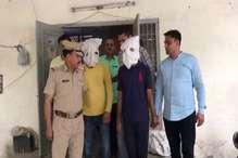पुलिस की वर्दी में लूटपाट करने वाले गिरोह के दो सदस्य गिरफ्तार