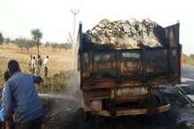 VIDEO: सादुलपुर में ट्रोला में लगी आग, जल गया 28 लाख रुपए का चावल