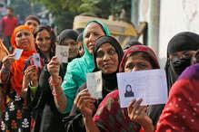 शिमला शहर में 90 % घरों में पहुंचाई जा चुकी है फोटो वोटर स्लिप