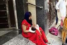 20 दिन की बेटी के साथ ससुराल के बाहर धरने पर बैठी महिला, लगाए ये आरोप